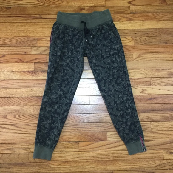 a3be1baab lululemon athletica Pants - Lululemon camo joggers 4